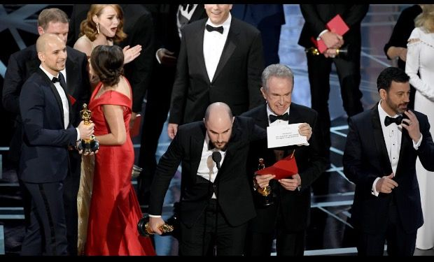 "#WOW 😳 ""There's A #Mistake"" #Moonlight has #won 🏆#bestpicture Not #LaLaLand #AcademyAwards in a #historic #Oscar #2017 #upset that followed Oscar presenters #FayeDunaway and #WarrenBeatty first #reading the #wrongwinner #Host #JimmyKimmel came forward to inform the cast that ""Moonlight"" had indeed won, showing the envelope as proof. #Producer #JordanHorwitz then graciously passed his statue to the ""Moonlight"" producers. #89ThAnnualOscars #89thOscars #MixUp #History"
