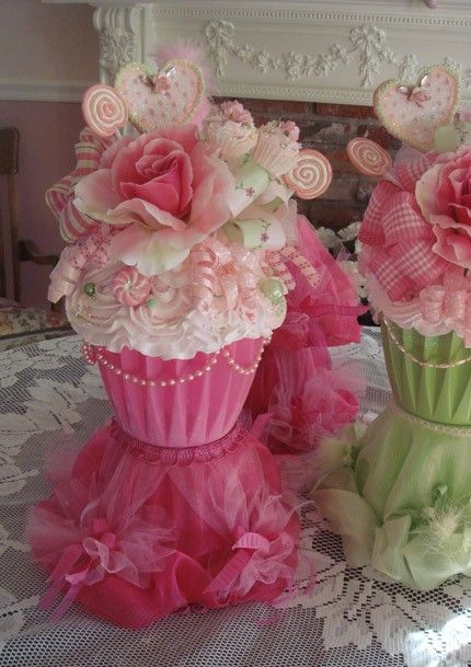 Cupcake Decorating Ideas For Wedding Showers : 25+ best ideas about Cupcake Centerpieces on Pinterest ...