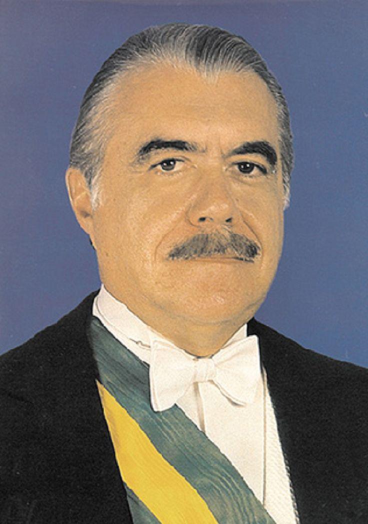 31º presidente do Brasil. José Sarney, nascido José de Ribamar Ferreira de Araújo Costanota  (Pinheiro, 24/04/1930), advogado, ex-político e escritor brasileiro. Foi o 31º presidente do Brasil (1985-1990). Era o vice-presidente de Tancredo Neves. .  Foi governador do Maranhão (1966-1971) e senador pelo mesmo estado (1971-1985). Depois de deixar a presidência, foi novamente senador, em 1991   http://pt.wikipedia.org/wiki/Jos%C3%A9_Sarney