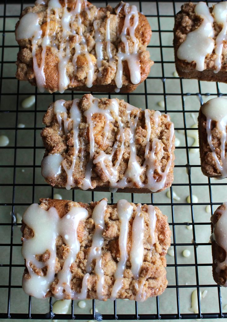 Apple Crumb Cakes | errenskitchen.com