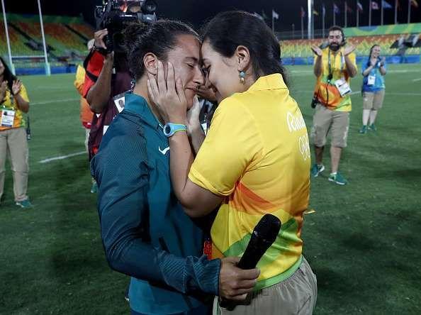 Voluntária dos Jogos Olímpicos pede atleta do rugby em casamento