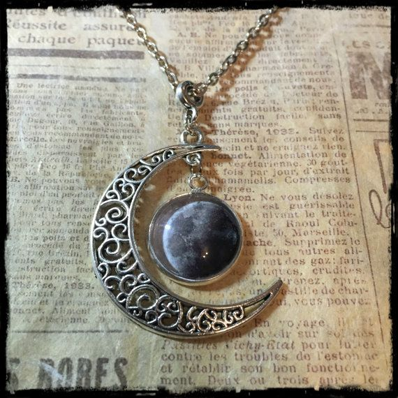Collana con luna piena di ExaltedShop su Etsy #moon #fullmoon #nacklace #handmade #exaltedshop #magic #wiccan