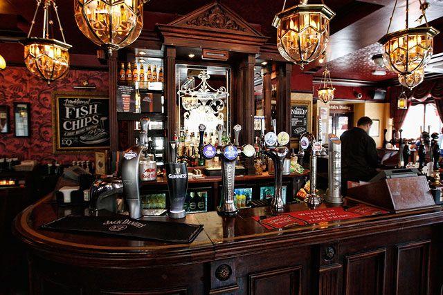 les 121 meilleures images du tableau pub anglais irlandais deco sur pinterest anglais. Black Bedroom Furniture Sets. Home Design Ideas