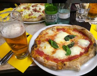 Bir & Fud ~ Come for the beer and pizza! #beer #pizza #roma #italy #cheap #travel #food #drinks #wanderlust #eat #restaurant #blog #travelblog