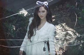 "Belum bisa berkomentar karna macha belum.lihat teasernya..  Bergaya Retro di Teaser MV 'Because It's Spring' Jessica Usung Konsep Mirip Tae Yeon?  Jessicasaat ini tengah harap-harap cemas menjelang perilisan single solo baru. Single yang diberi judul ""Because It's Spring"" tersebut spesial dirilis dalam rangka merayakan ulang tahunnya ke-28. ""Because It's Spring"" dijadwalkan rilis Selasa (18/4) besok. Jelang perilisannya baru-baru ini mantan memberGirls' Generationitu mulai memanjakan fans…"