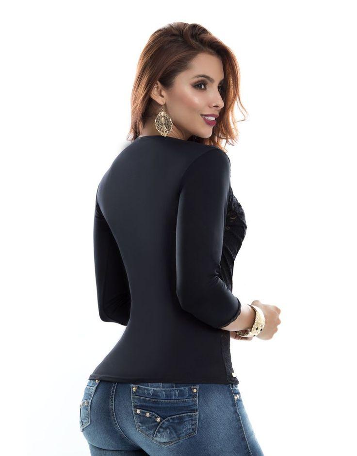 Blusa  BL-4050-NG Trasera Tenemos novedades en blusas dama.  Todos los modelos disponibles en: https://jeanspitbull.com/catalogo-de-blusas-y-tops  #vestidos #dress #dama #figura #modalatina #modamujer #modadama #novedades #newcollecion  #ventasonline #modamedellin #fashion #cool