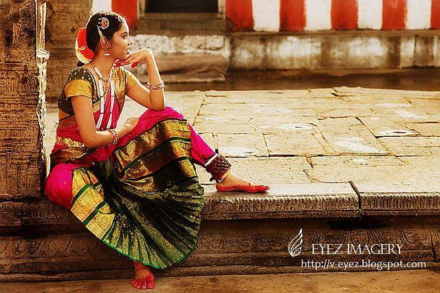 Photography by Visithra - http://v-eyez.blogspot.com - V-Eyez Imagery on Facebook  http://www.facebook.com/veyezimagery  #dance #dancer #indian #bharatanatyam #kuala lumpur #international #malaysia #india #chennai #tamilnadu #photography #visithra #v-eyez imagery