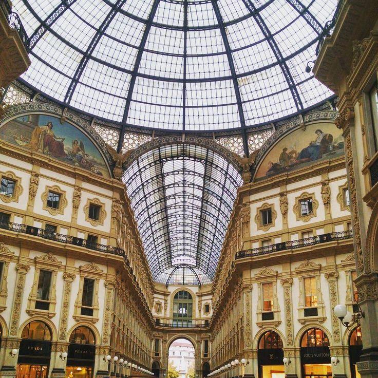 #milano #milanodavedere #milan #galleriavittorioemanuele #instacity #instagood #instadaily #photooftheday #photogrid #instaphoto #photo#beautiful #italia #italy #europe #ottobre #2015 #architecture #art #photographer #vetrata #cielo #sky by peppe92foti