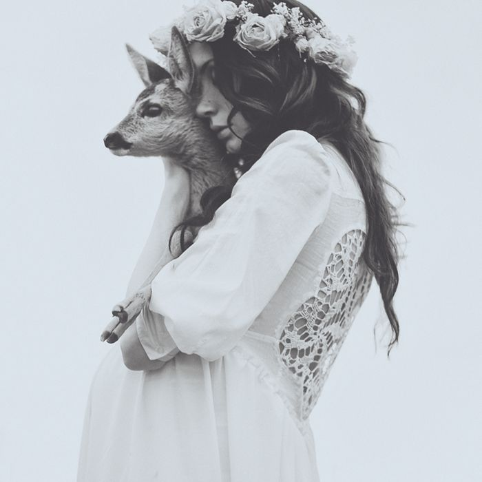future inside: Wall Photo, Baby Deer, Girls, Flower Crowns, White, Parties Looks, Hair, Photography, Animal