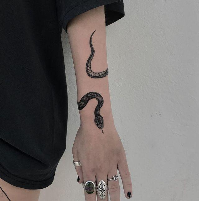 Freehand snake