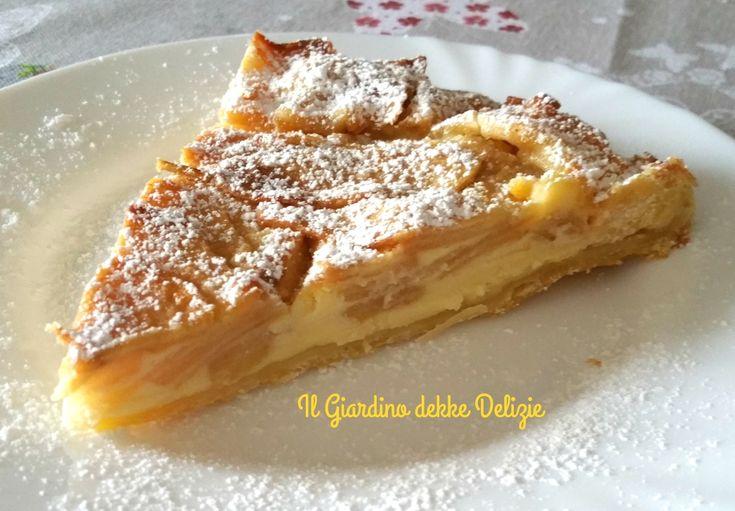 La torta con mascarpone e mele è un dolce farcito con una delicata crema e mele tagliate sottilissime, ideale per un fine pasto ed una ricca merenda