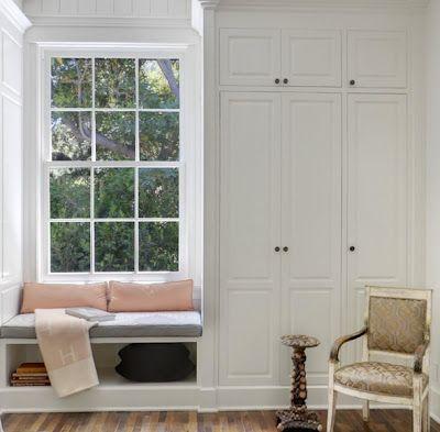 bankje onder venster + ingemaakte kast TROVE INTERIORS: House of Windsor: Gwyneth Paltrow & Chris Martin