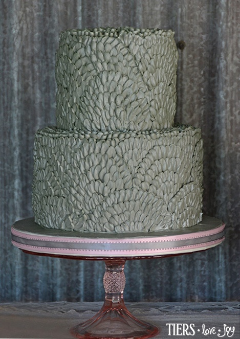 how to make a buttercream cake look like birch tree