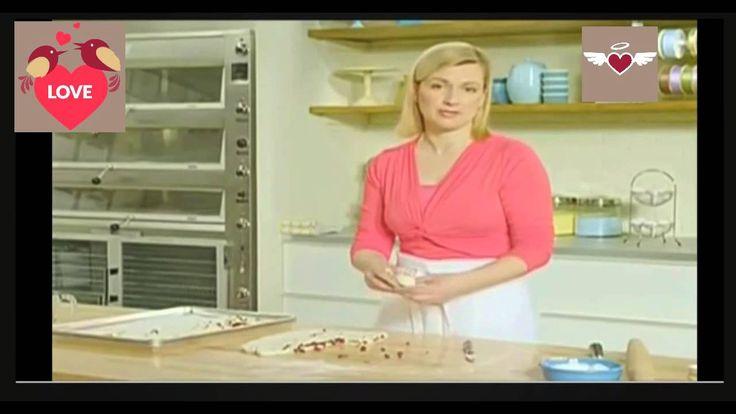 Foccacia Rizos de chocolate y arandanos - Anna Olson