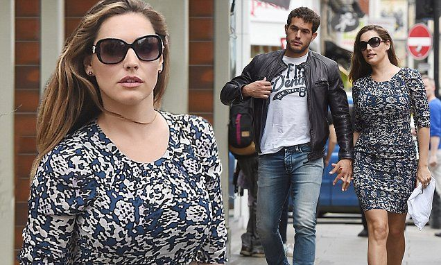 Kelly Brook shows off her 8lbs weight loss in fitted minidress