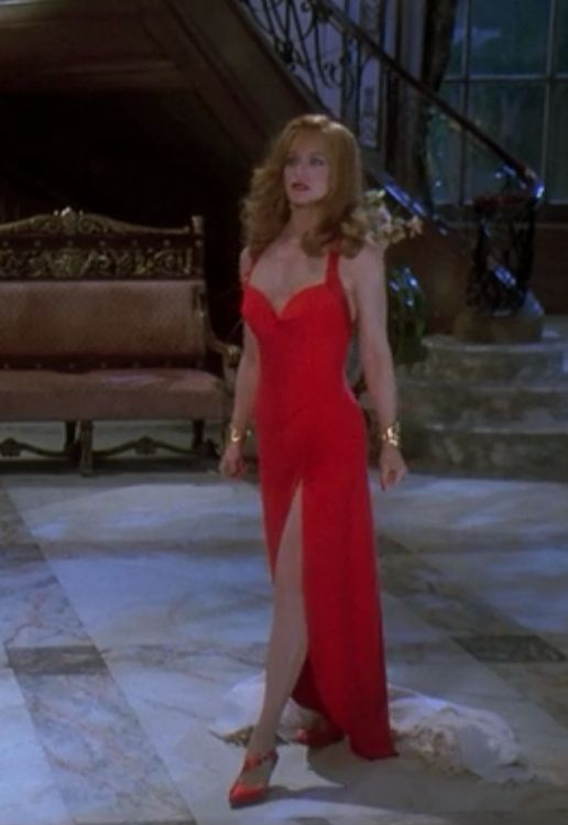 'Death Becomes Her' great dark comedy, Goldie Hawn as Helen Sharp. Very Jessica Rabbit.