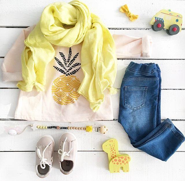 | Automne coloré 💛 | ⠀ Nous, c'est en couleur que l'on accueil l'automne 🍂 ⠀ Foulard & Basket #Zara #ZaraKids #ZaraGirls Barrette #PoudreDeFee #Jouet en bois #Hema Sweat #LaRedoute Jean #Hm Attache tétine #littlehipsterboys Tétine #Mam ⠀ __________________________________________________ #mode #fashionbaby#fashion #bloggeuse #blogeuse #lookbook #achat #look #haul #tenue #modebebe #babygirl #bebe #fille #girl #LestenuesdInayah _________________________________________ | SnapWidget