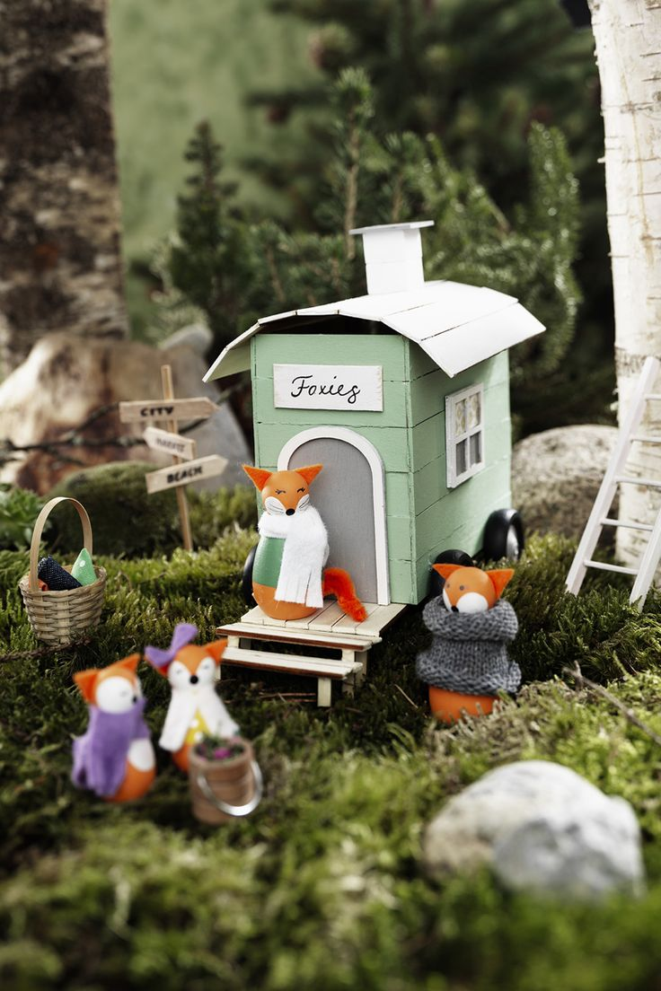 Fox camp www.pandurohobby.com Miniature worlds by Panduro #panduro #diy #miniature #miniatyr #miniland #caravan #fox #vacation  #camping #mini #fairy #pixie #miniatures