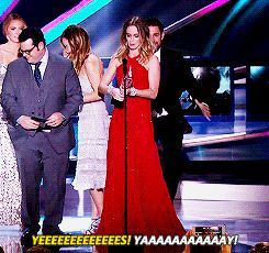 John Krasinski Runs From Backstage To Hug Emily Blunt After She Wins An Award- This is so cute!