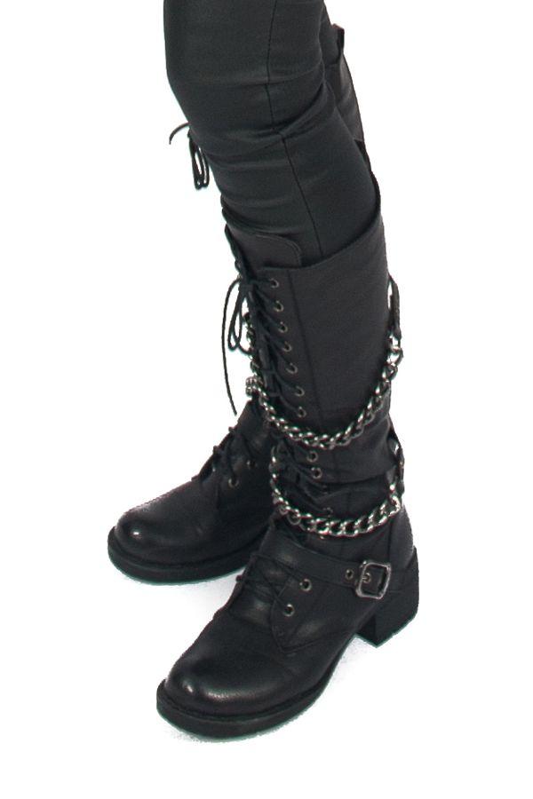 Deze hoge zwarte laarzen van Het Fashion Depot zijn gemaakt van leerlook. Deze laarzen draag je bijv met een rokje of jurkje of juist met een coated broek voor een vrouwelijk maar toch stoere look! Klik op de foto om de laars beter te bekijken! www.hetfa