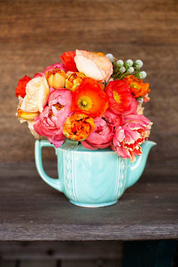 teal and orange flowers: Centerpiece, Colors Combos, Flowers Arrangements, Teas Pots, Flowers Pots, Teapots Flowers, Bright Flowers, Teas Parties, Orange Pink