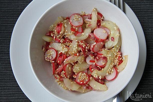reďkovkovo-uhorkový šalát so sezamom