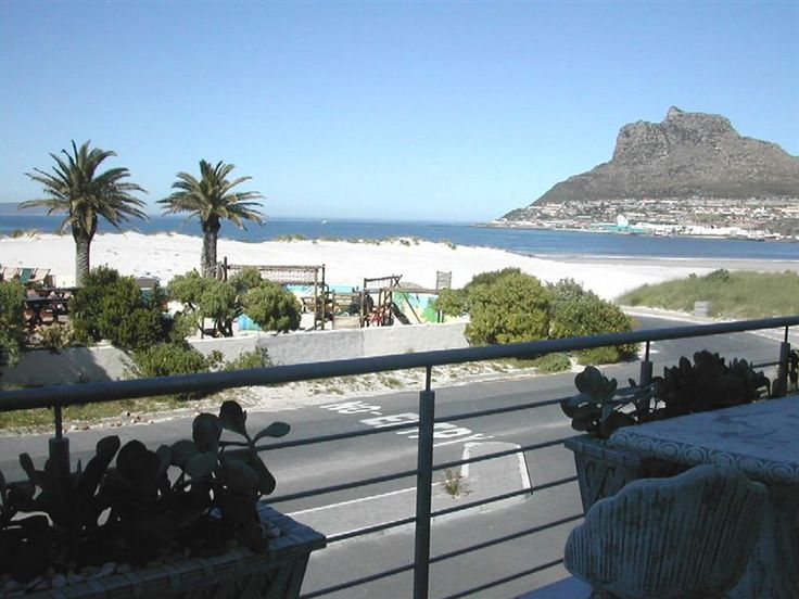 Sandcastle - This beachfront holiday apartment is set right at the beach in Hout Bay.  The apartment comprises an open-plan lounge and kitchen, with two bedrooms and a bathroom with a shower over the bath.   The lounge, ... #weekendgetaways #houtbay #capemetropole,peninsula #southafrica