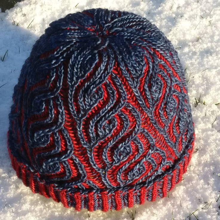 Liguria by Katrin Schubert, knitted by @pauliknits | malabrigo Mechita in Azul Profundo and Cereza