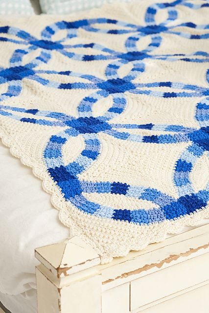 A Traditional Double Wedding Ring Quilt Pattern Reinterpreted In Crochet Makes An Afghan With Classic Good Looks We Think Its Wonderful Gift For