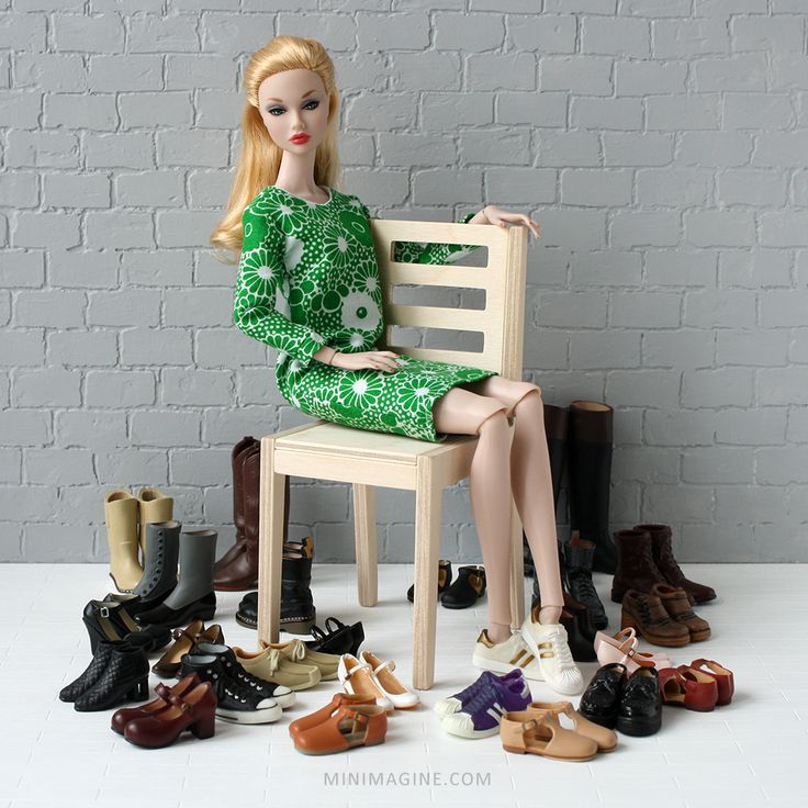 She came barefoot but she has a lot of shoes now.  #poppyparkerdoll #poppyparker #dollfurniture #furniturefordolls #furniture4doll #sixthscale #diorama #dollshoes