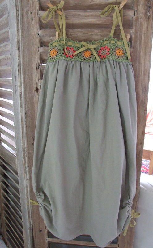 En projet depuis pas mal de temps... la voilà enfin... MA robe granny... Tuto de départ chez Magali, manne d'inspiration avec la mosaïque...
