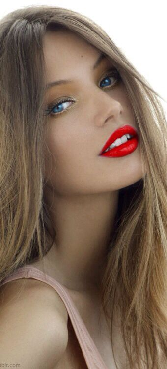 Beautiful, absolutely beautiful red pout of Mona Johannesson