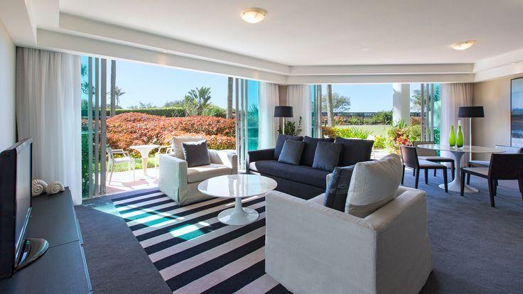 Sheraton Mirage Resort - living room