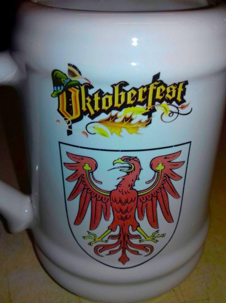 Calcos full color de escudos alemanes para Oktoberfest en Villa General Belgrano (foto cortesía de Barrilín).