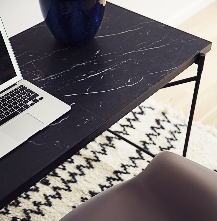 Marble is a natural product with unique patterns and expressions - that also makes every single table unique. The Desk consists of 3 bigger fragments of marble - in this way it is both easy to transport and creates a great pattern.