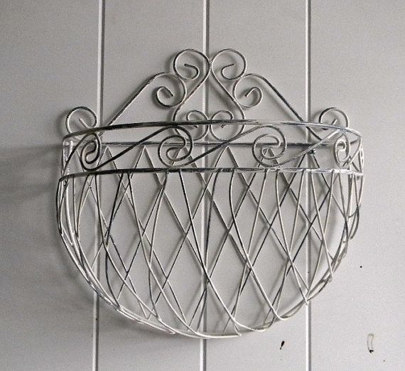 Shabby and Chic Wire Wall Planter  Cottage Chic by BrisNanaJoy, $25.00Cottage Chic, Shabby Chic, Cottages Chic, Planters Cottages, Cottages Decor, Chic Cottages, Chic Wire