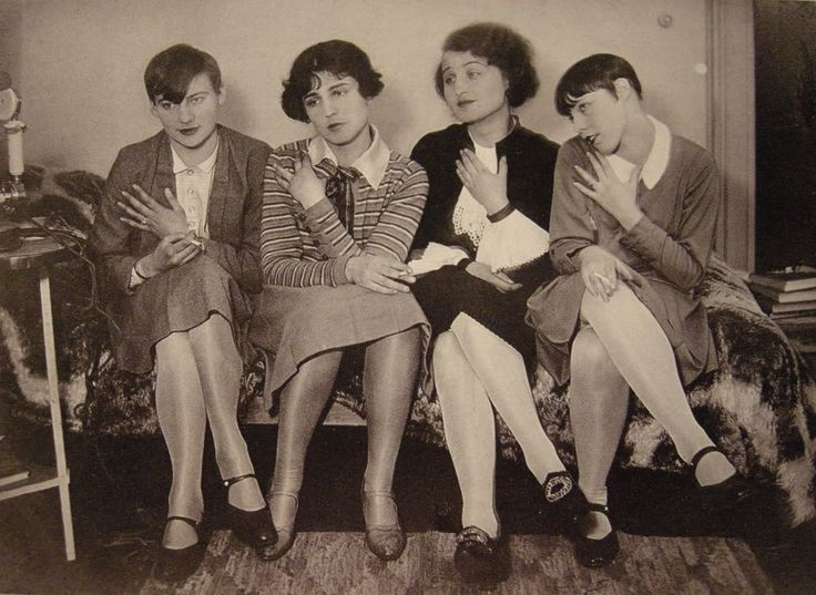 Bauhaus women. ''Bobbed, geometric haircuts. Chunky jewellery. Vegetarian diets. Saxophone playing. Breathing exercises. Painting. Carving. Snapping with brand new 35mm Leica cameras. Dressing in the artiest handmade clothes. Attending arty parties'' Not unlike crafty, arty women of today.