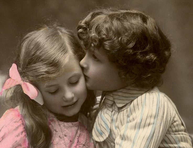 Sweet Kiss Image – Old Photo