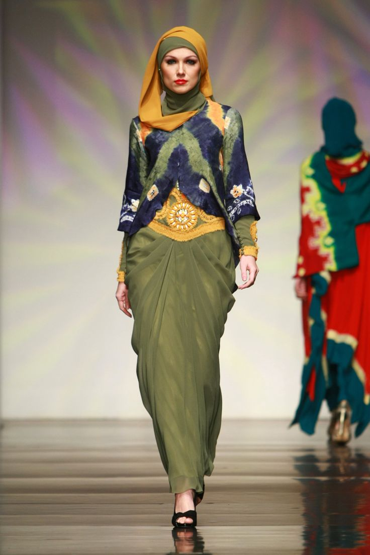 "Syah Reza Muslim ""Magnificence of Sasirangan"", Jakarta Islamic Fashion Week 2013"