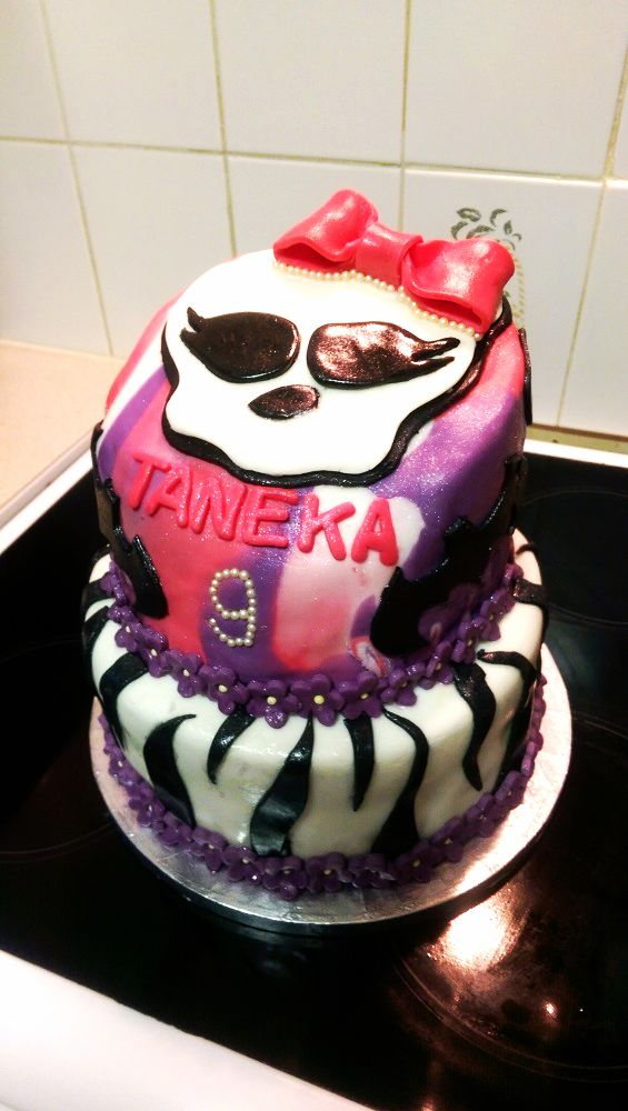 Monsters High themed cake