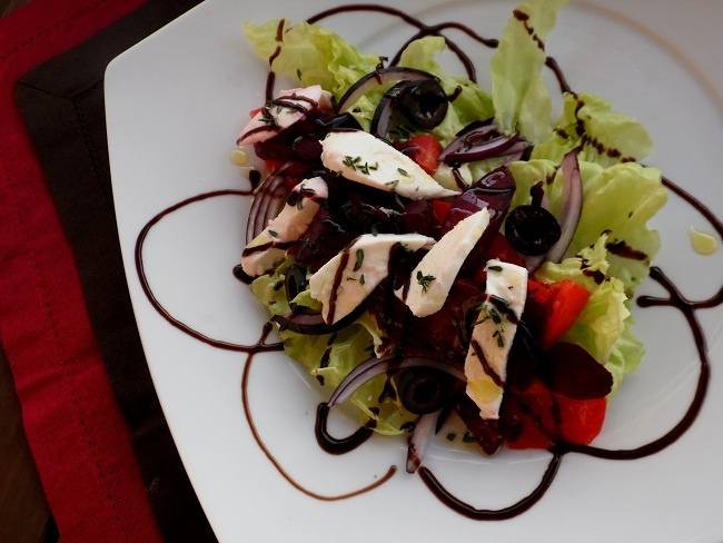 greek salad with baked beetrot