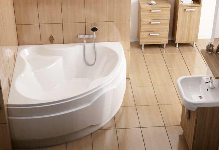 Osoby posiadające większą przestrzeń łazienkową mogą stworzyć w niej klimat nawiązujący do spa. Duża, narożna wanna z siedziskiem to doskonały pomysł na długie, relaksujące kąpiele i  nadanie wnętrzu atmosfery luksusu.