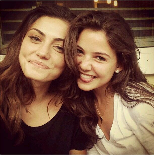 Phoebe tonkin and Danielle Campbell