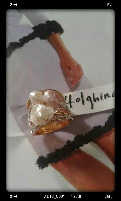 Perle naturali su base rodiata per questo splendido modello pezzo unico fatto a mano  Scintillante di brillantini sotto le cangianti perle www.facebook/HolghinaCreazioni