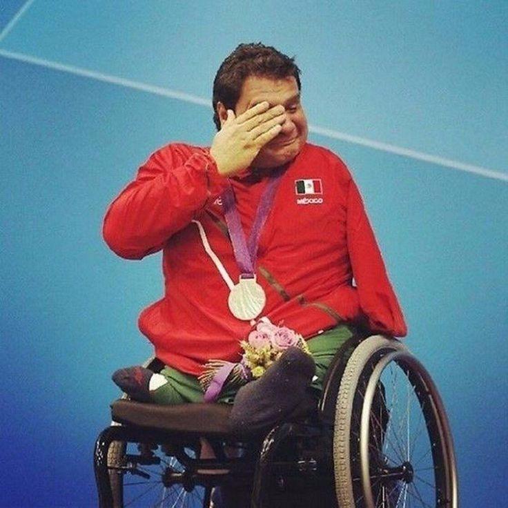 Мексиканец Арнульфо Касторена выигрывает свою первую золотую медаль по плаванию на Паралимпийских играх