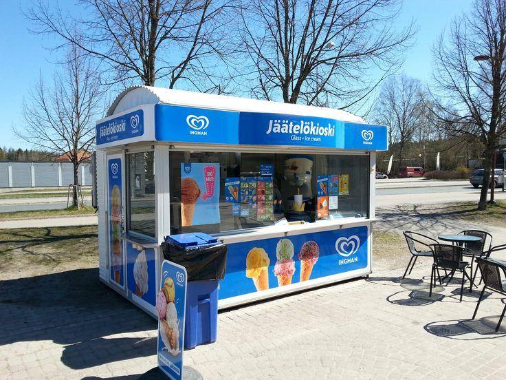 May 16 , 2017 . Jäätelökioski Nordea pankin edustalla . KLAUKKALA  . NURMIJÄRVI  . FINLAND  .