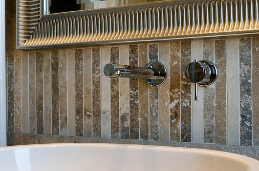 Bars in Pietre di Rapolano  Mixed earth colors to enahance your bathrooms and walls...    http://www.pietredirapolano.com/mosaici/