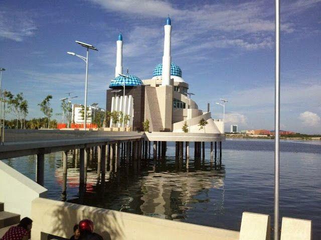 Foto Masjid Unik Amirul Mukminin Kota Makassar | Foto Lepas