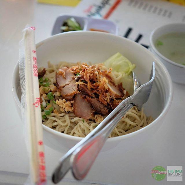 Food Blog Bali  #Food: Bakmi Hongkong Niu Ming #Delicious: 3/5 #Foodcious: ada depot makan baru di daerah Renon disebelah apotik Anugrah.  Disini ada pilihan bakmi dan juga bakpao dari surabaya. Untuk ide makan siang ini tempat wajib kamu coba.     Depot Nyokepo Rp 35k  Jl. Raya Puputan Renon 58.  0361 4742231    #bakmie #NiuMing