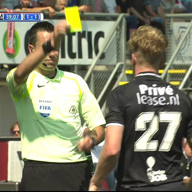 Player Asking For Var After Ref Gets His Yellow Card Not Possible Then Do Players Know The Rules What Are The Weirdest Thin Football Referee Referee Players